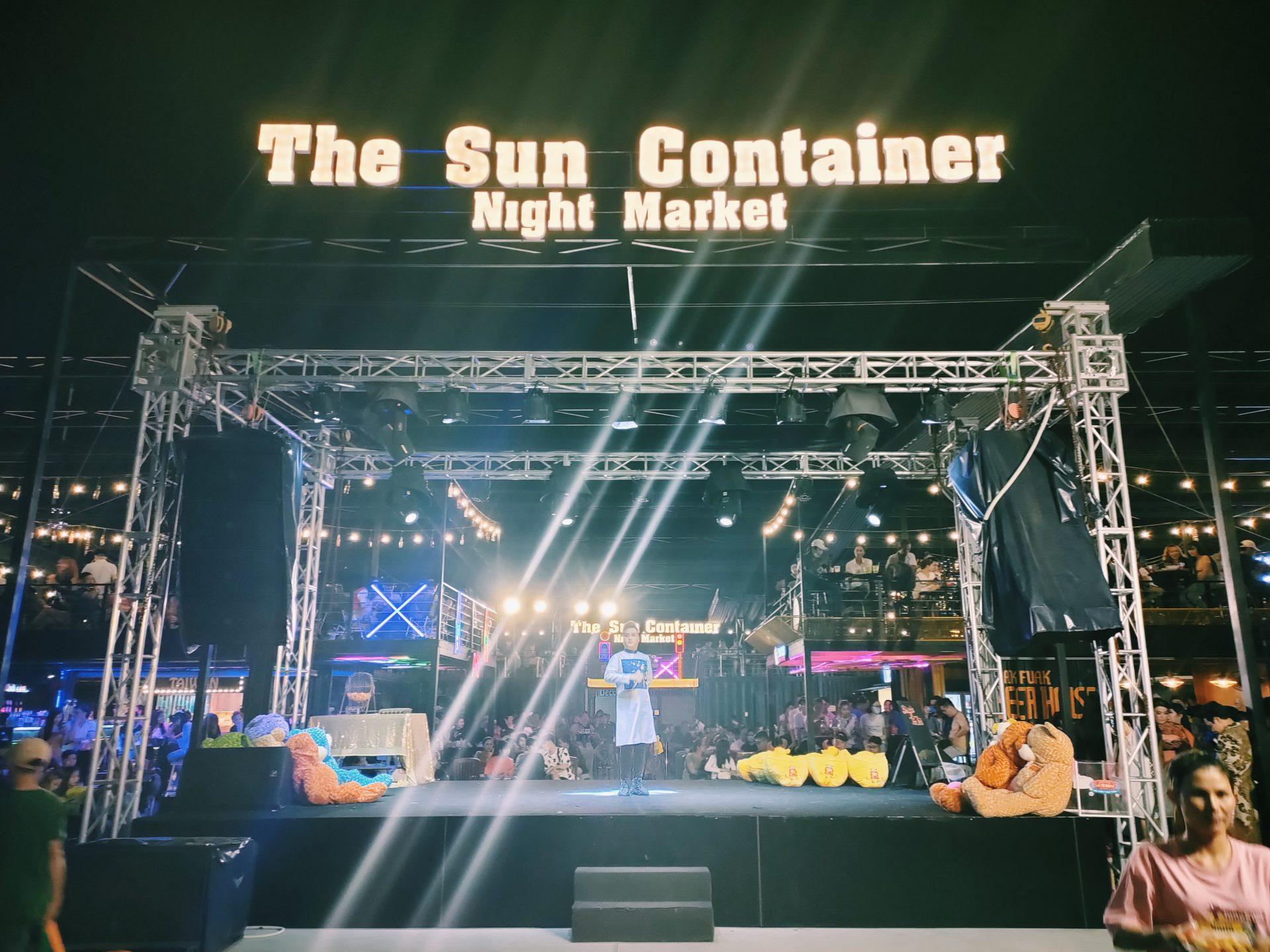 越南平陽最好玩的新型態貨櫃夜市 The Sun Container Night Market! 馬戲團火舞表演、人妖秀、丟沙包射氣球、多元異國美食